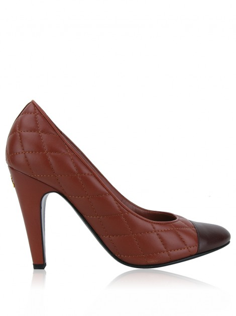 Sapato Chanel Quilted Cap Toe Pumps Marrom