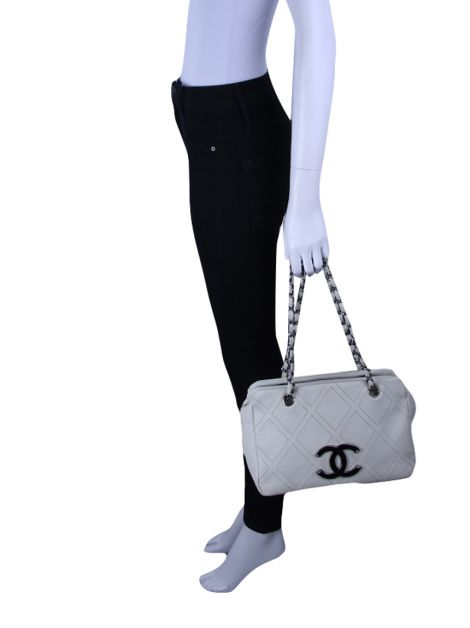 Bolsa Chanel Diamond Stitch Tote Gelo